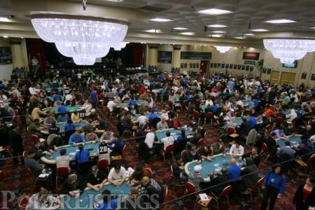4 Essential Tips to Make More Money in Poker Tournaments